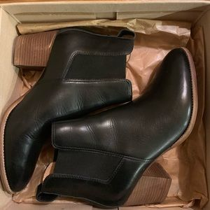 Madewell Heeled Chelsea boots in leather